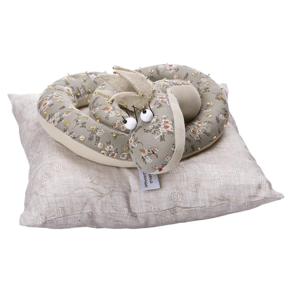 Авторская игрушка О.Ярмольник Змея царевна на подушке